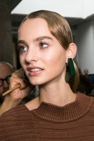 Marni-backstage-beauty-spring-2016-fashion-show-the-impression-039