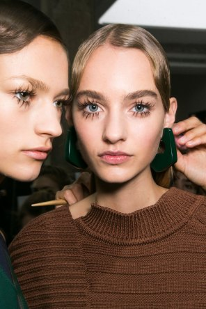Marni-backstage-beauty-spring-2016-fashion-show-the-impression-040