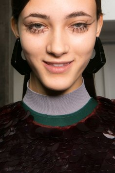 Marni-backstage-beauty-spring-2016-fashion-show-the-impression-064