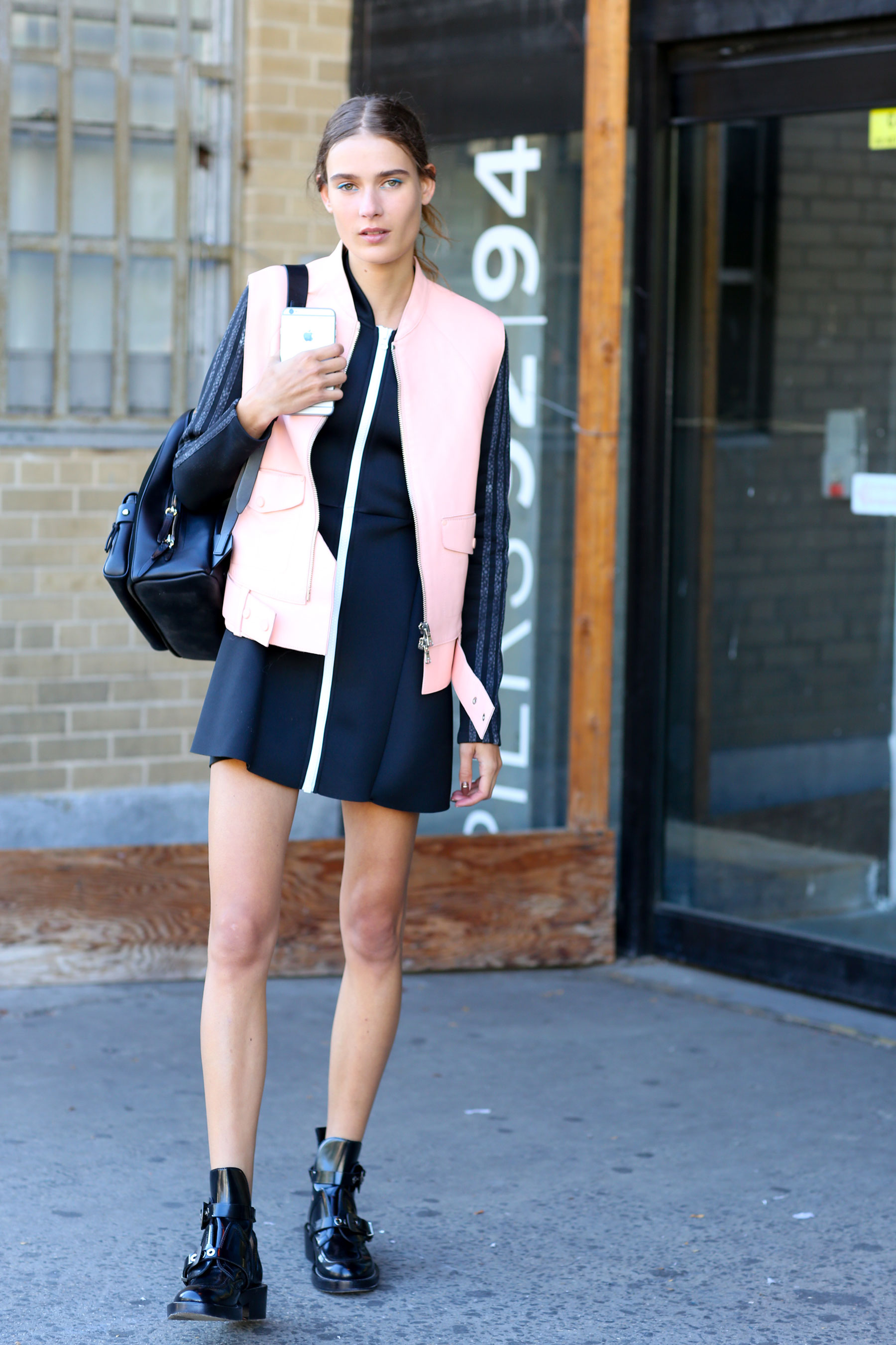 NEW-YORK-FASHION-WEEK-STREETS-STYLE-DAY5-spring-2016-fashion-show-the-impression-27