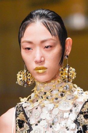 Prada-spring-2016-runway-beauty-fashion-show-the-impression-039