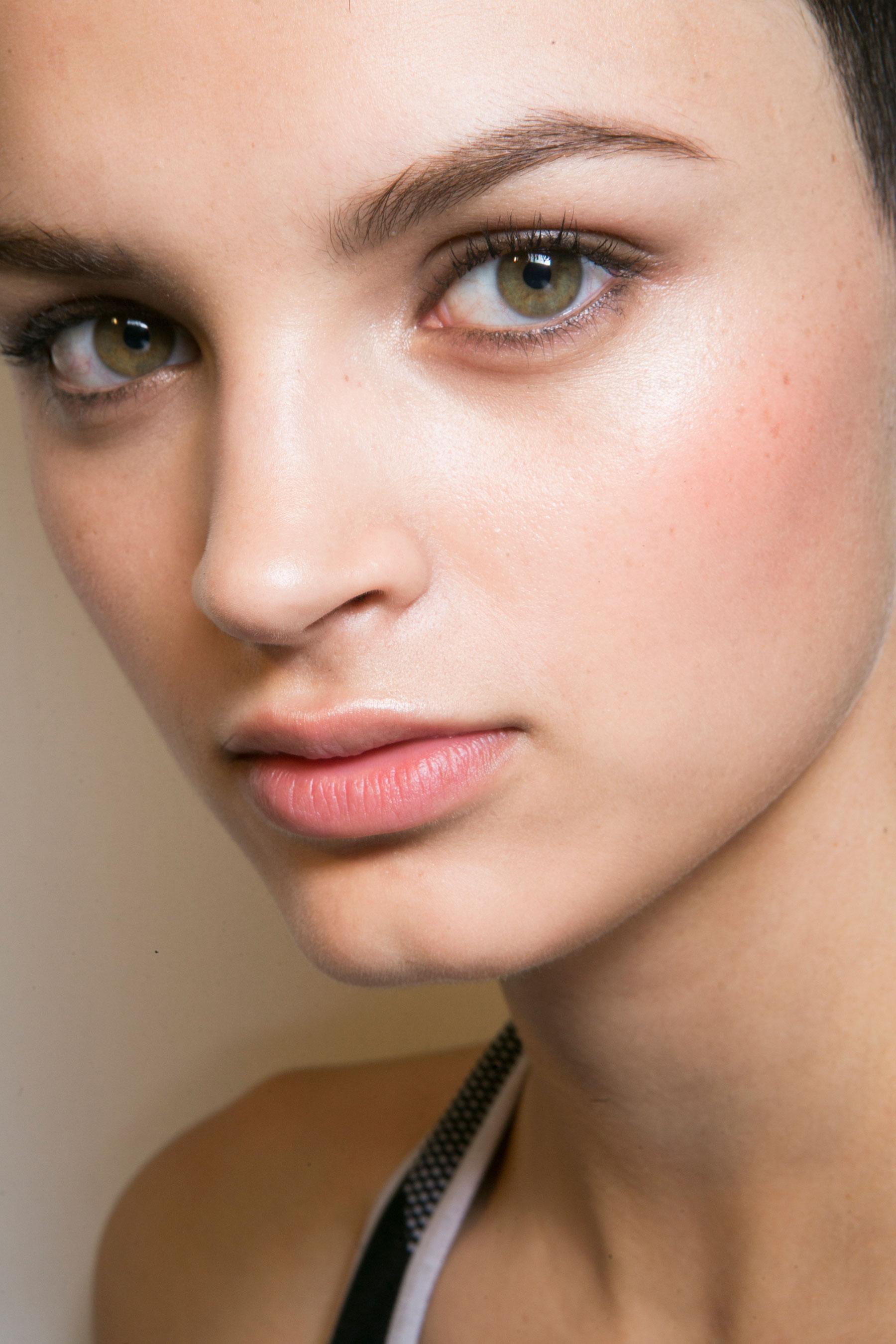 Roberto-Cavalli-Backstage-beauty-spring-2016-close-up-fashion-show-the-impression-006