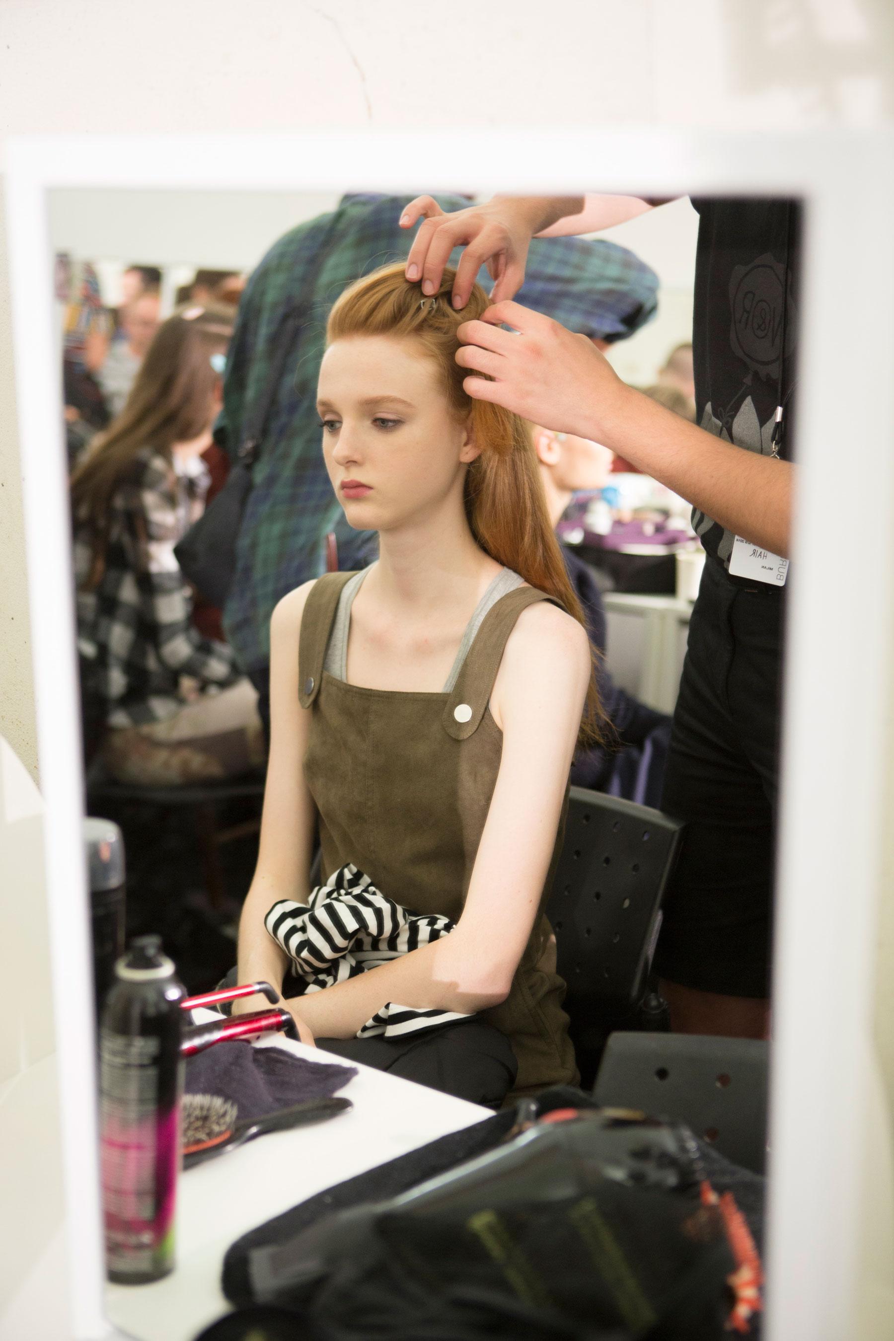 Roberto-Cavalli-Backstage-beauty-spring-2016-close-up-fashion-show-the-impression-068