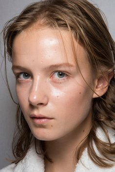 burberry-spring-2016-beauty-fashion-show-the-impression-45