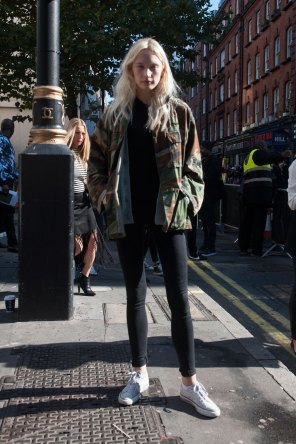 london-fashion-week-street-style-day-2-spring-2016-fashion-show-the-impression-015