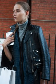 london-fashion-week-street-style-day-2-spring-2016-fashion-show-the-impression-027