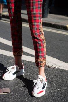 london-fashion-week-street-style-day-2-spring-2016-fashion-show-the-impression-067