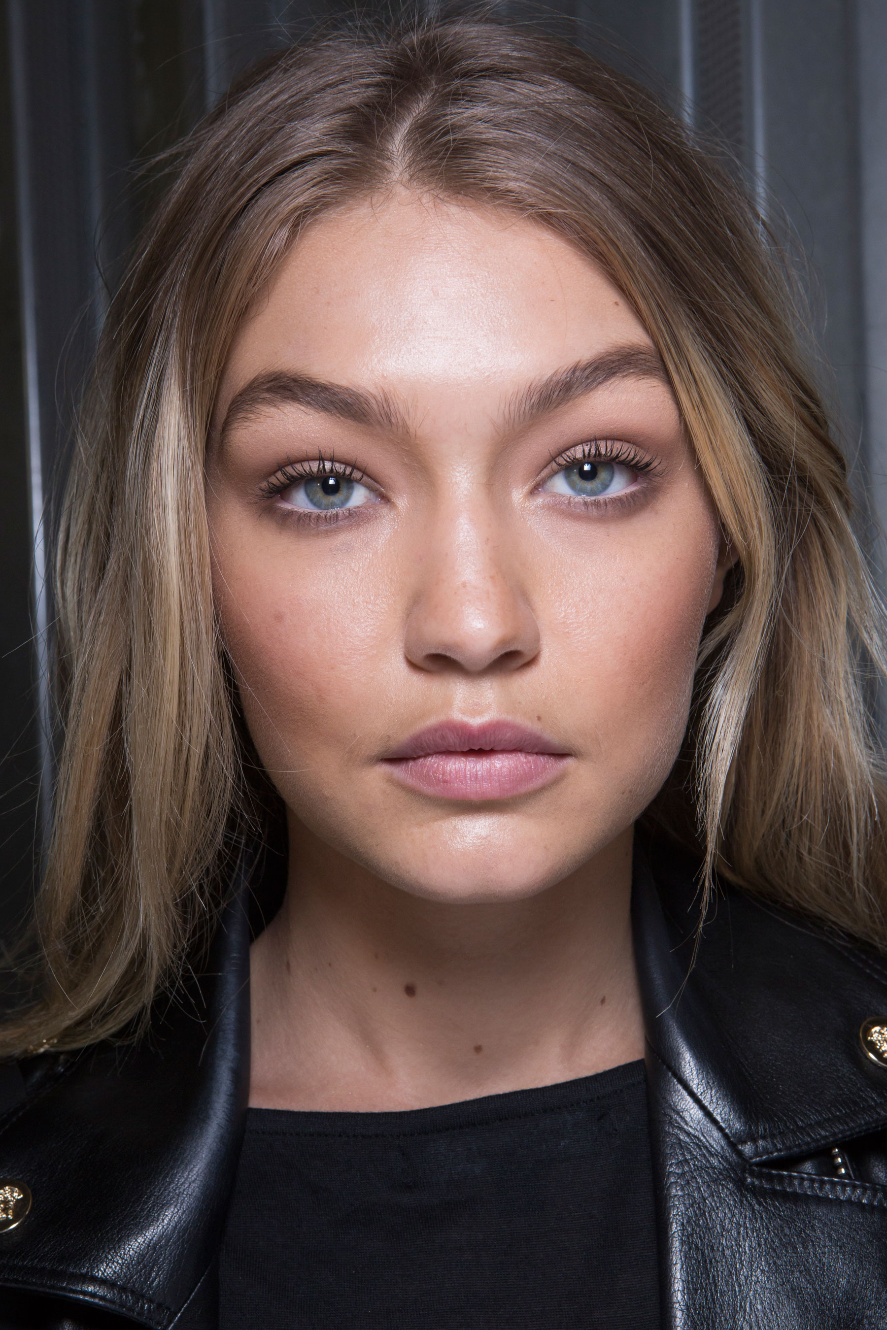 versace-backstage-beauty-spring-2016-fashion-show-the-impression-050