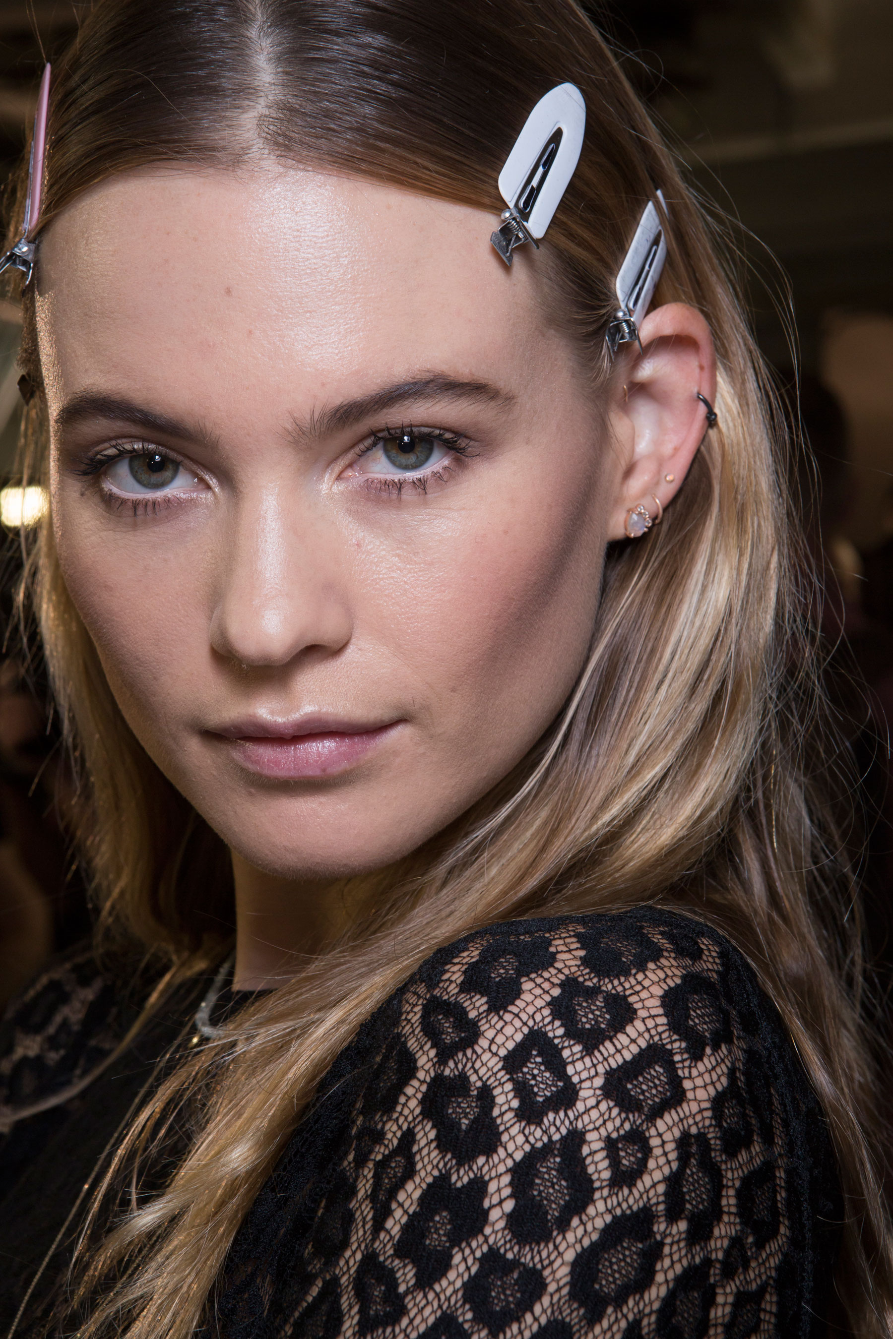 versace-backstage-beauty-spring-2016-fashion-show-the-impression-057