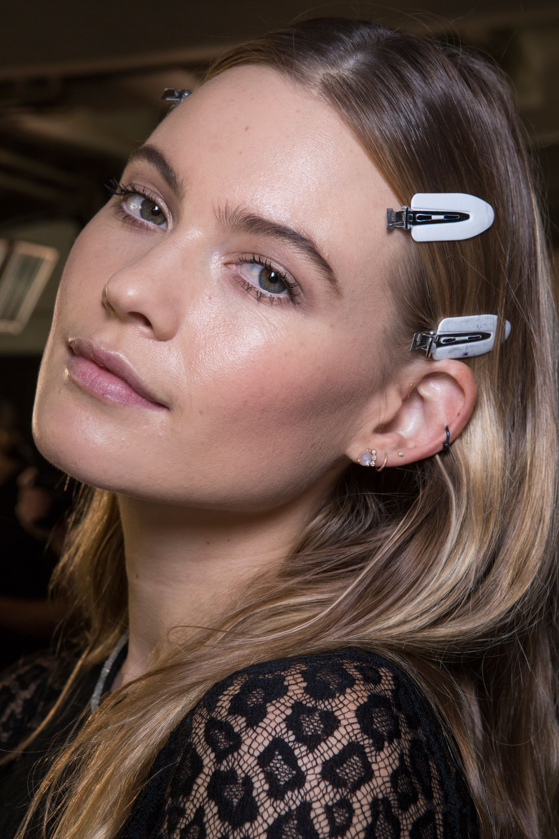 versace-backstage-beauty-spring-2016-fashion-show-the-impression-058