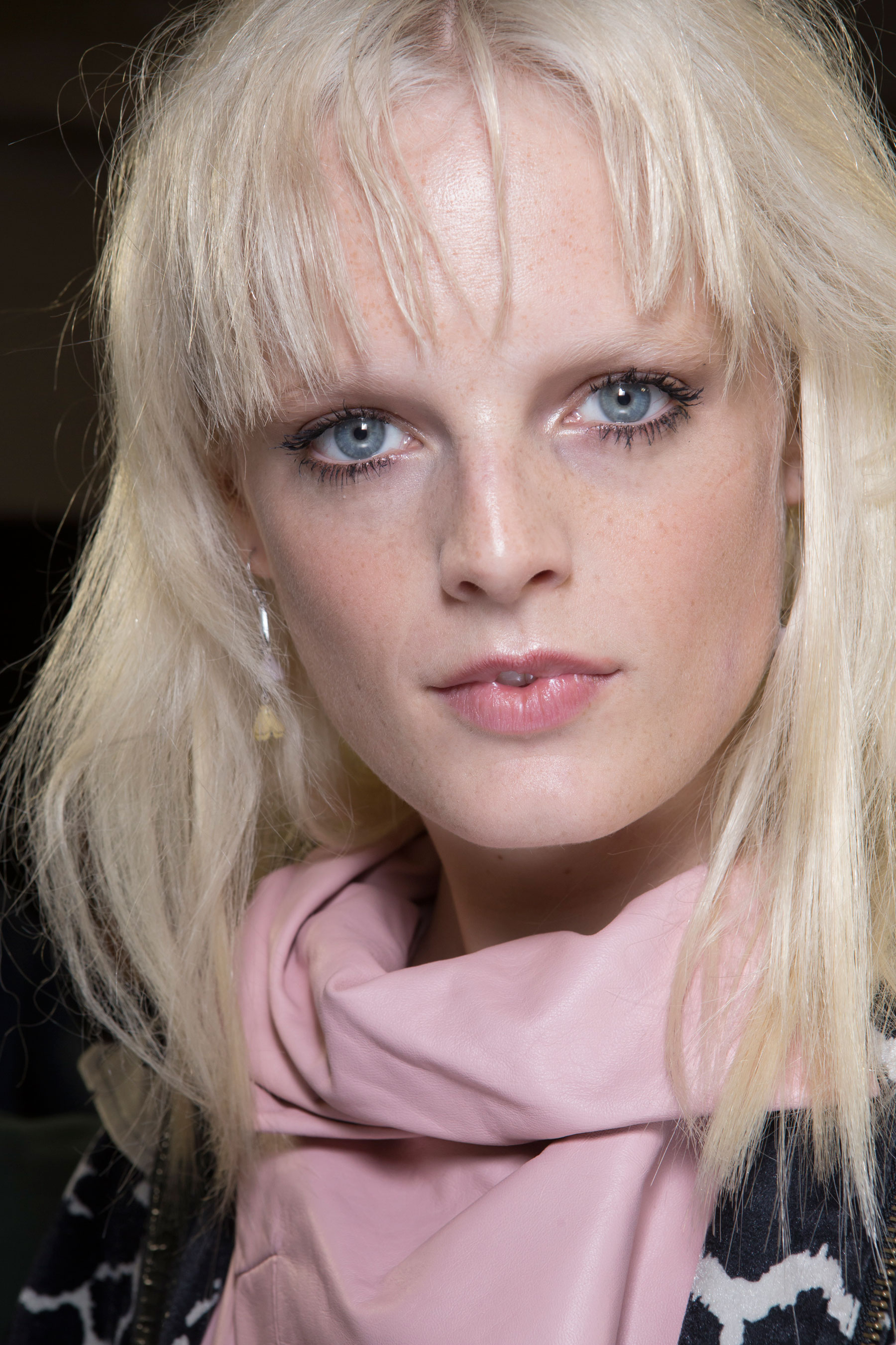 versace-backstage-beauty-spring-2016-fashion-show-the-impression-073