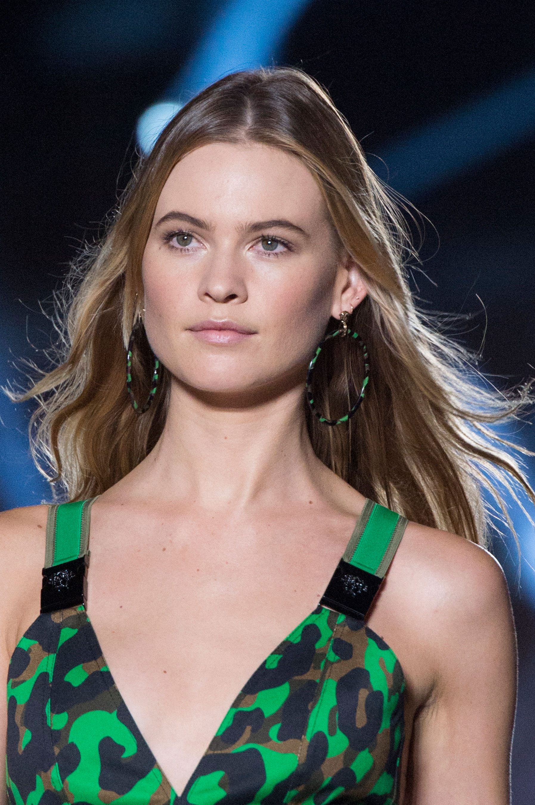 versace-runway-beauty-spring-2016-fashion-show-the-impression-003