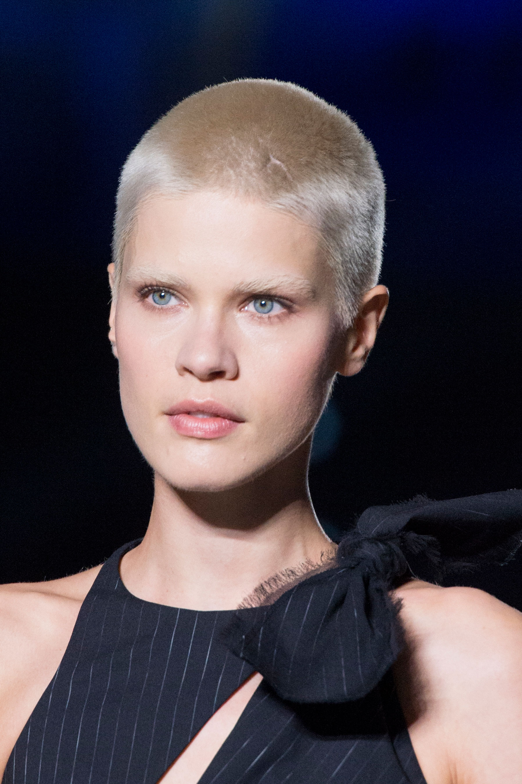 versace-runway-beauty-spring-2016-fashion-show-the-impression-011