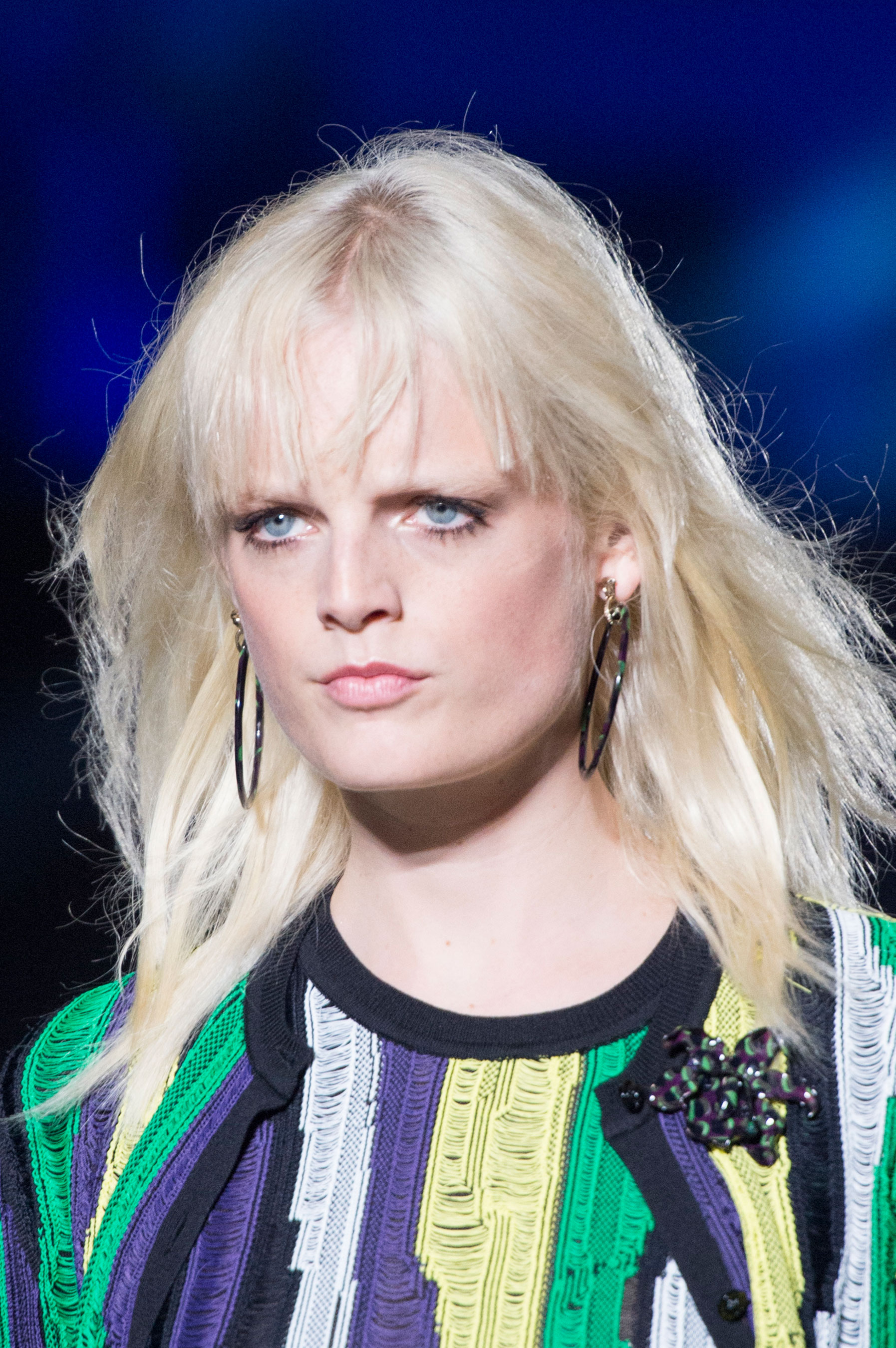 versace-runway-beauty-spring-2016-fashion-show-the-impression-013