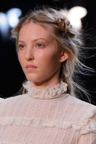 Alexander-McQueen-runway-beauty-spring-2016-fashion-show-the-impression-007