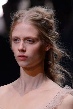 Alexander-McQueen-runway-beauty-spring-2016-fashion-show-the-impression-014