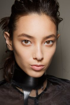 Ann-Demeulemeester-spring-2016-beauty-fashion-show-the-impression-16