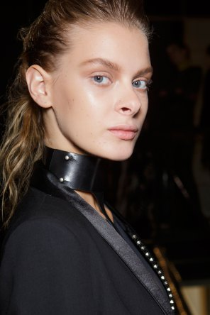 Ann-Demeulemeester-spring-2016-beauty-fashion-show-the-impression-35