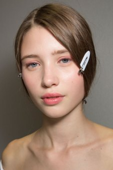 Dior-backstage-beauty-spring-2016-fashion-show-the-impression-010