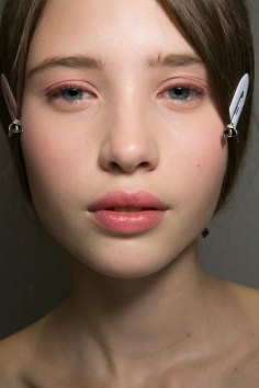 Dior-backstage-beauty-spring-2016-fashion-show-the-impression-015