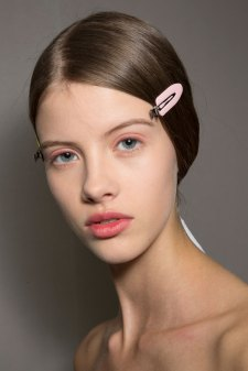 Dior-backstage-beauty-spring-2016-fashion-show-the-impression-023