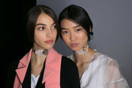 Dior-backstage-beauty-spring-2016-fashion-show-the-impression-041
