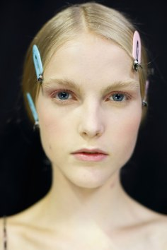 Dior-backstage-beauty-spring-2016-fashion-show-the-impression-046