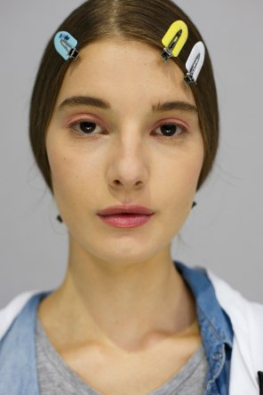 Dior-backstage-beauty-spring-2016-fashion-show-the-impression-054