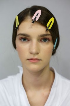 Dior-backstage-beauty-spring-2016-fashion-show-the-impression-059