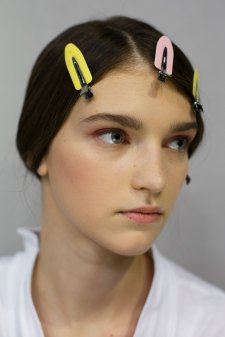 Dior-backstage-beauty-spring-2016-fashion-show-the-impression-062