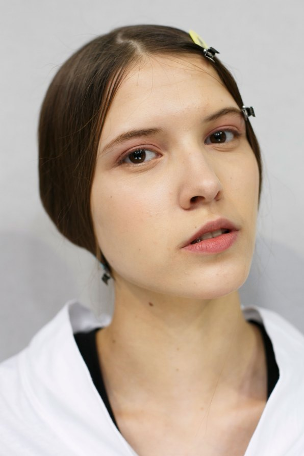 Dior-backstage-beauty-spring-2016-fashion-show-the-impression-073