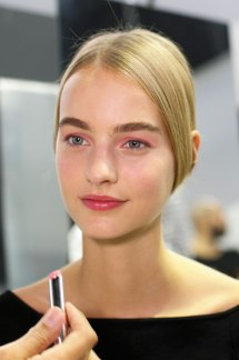 Dior-backstage-beauty-spring-2016-fashion-show-the-impression-103
