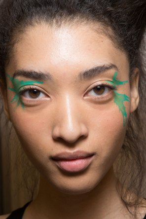 Issey-Miyake-spring-2016-beauty-fashion-show-the-impression-34