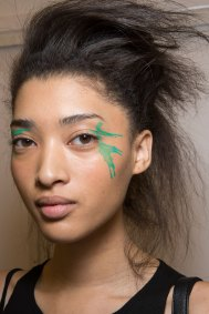 Issey-Miyake-spring-2016-beauty-fashion-show-the-impression-36