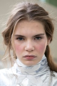 Moncler-Gamme-Rouge-spring-2016-beauty-fashion-show-the-impression-17