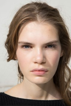 Moncler-Gamme-Rouge-spring-2016-beauty-fashion-show-the-impression-29