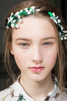 Moncler-Gamme-Rouge-spring-2016-beauty-fashion-show-the-impression-37