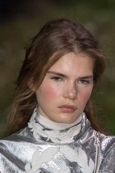 Moncler-Gamme-Rouge-spring-2016-runway-beauty-fashion-show-the-impression-20