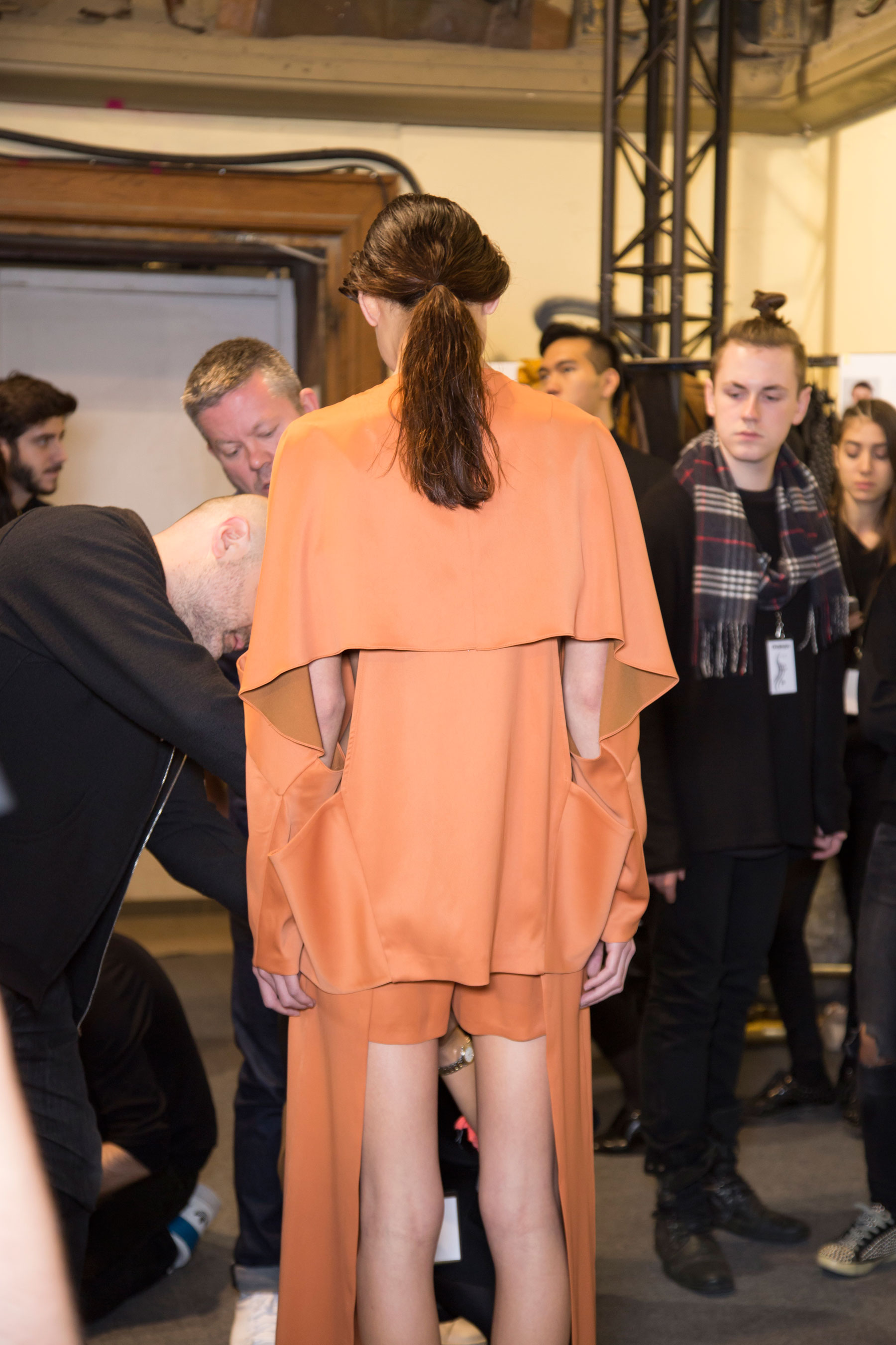 chalayan-spring-2016-backstage-fashion-show-the-impression-09