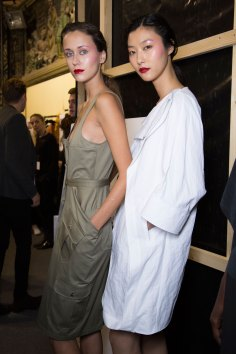 chalayan-spring-2016-backstage-fashion-show-the-impression-15