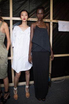 chalayan-spring-2016-backstage-fashion-show-the-impression-21