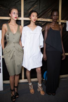 chalayan-spring-2016-backstage-fashion-show-the-impression-24
