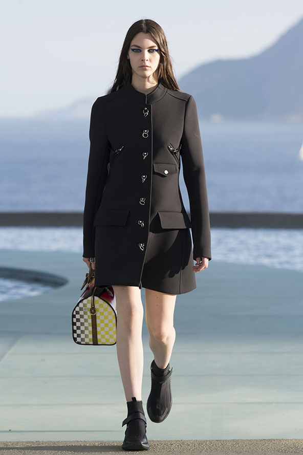 Louis-vuitton-resort-2017-the-impression-029