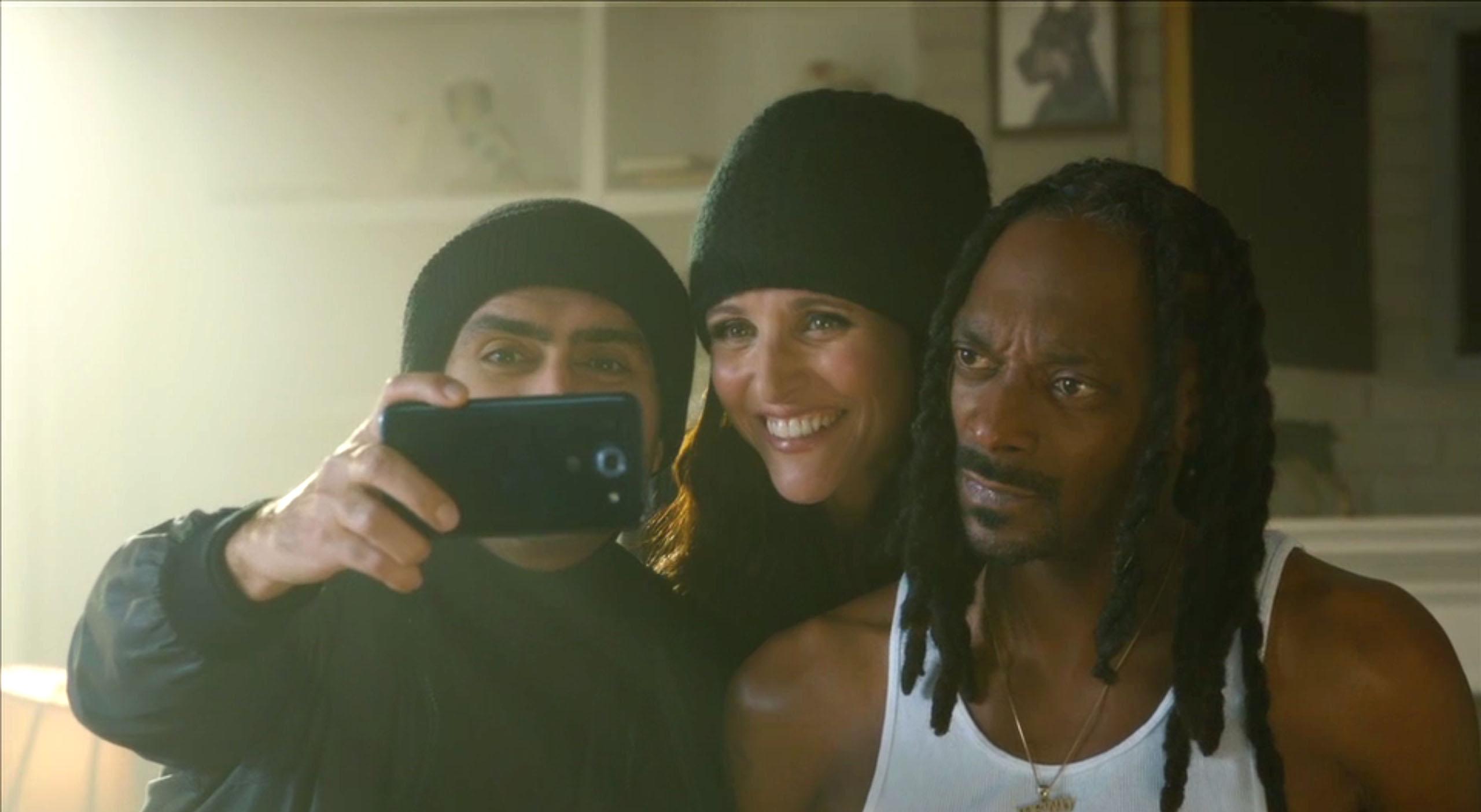 Old Navy | Black Friday 2015 (Julia Louis-Dreyfus, Kumail Nanjiani, & Snoop Dogg)