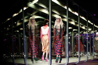 Gucci-fall-2017-fashion-show-atmospher-the-impression-02