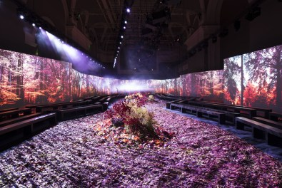 Moncler-Gamme-Rouge-fall-2017-fashion-show-atmosphere-the-impression-01