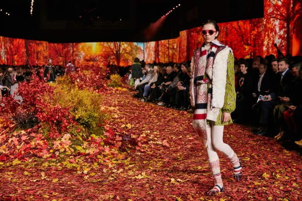 Moncler-Gamme-Rouge--fall-2017-fashion-show-atmosphere-the-impression-03