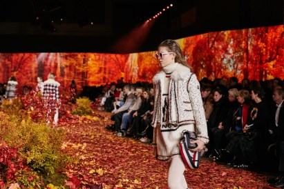 Moncler-Gamme-Rouge--fall-2017-fashion-show-atmosphere-the-impression-07