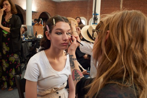 Valentino-resort-2018-beauty-fashion-show-the-impression-13