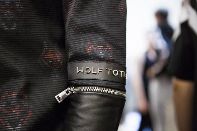 Wolf Totem m bks Z RS18 8130
